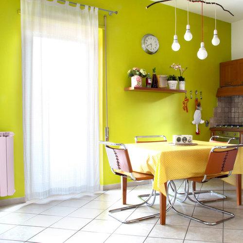 Sala da pranzo aperta verso la cucina con pareti verdi for Cucina con sala da pranzo