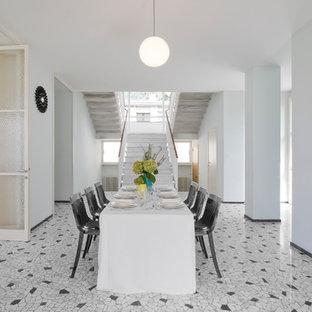 Ispirazione per un'ampia sala da pranzo aperta verso il soggiorno minimal con pareti bianche e pavimento in marmo
