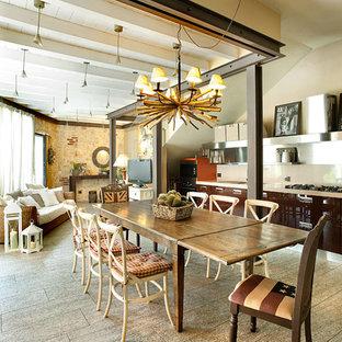 Immagine di una grande sala da pranzo aperta verso la cucina country con nessun camino e pavimento beige