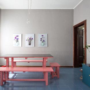 Свежая идея для дизайна: большая столовая в стиле фьюжн с серыми стенами, полом из керамической плитки и синим полом без камина - отличное фото интерьера