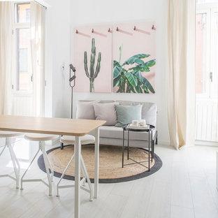 Kleine Tropische Wohnküche mit weißer Wandfarbe in Mailand