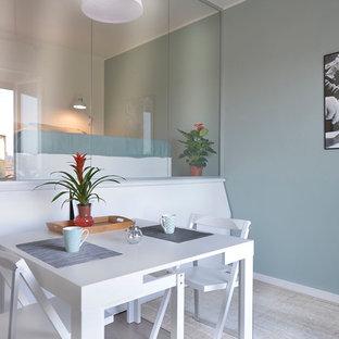Foto di una piccola sala da pranzo aperta verso il soggiorno design