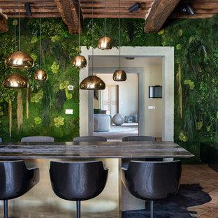 Immagine di una grande sala da pranzo aperta verso il soggiorno contemporanea con pavimento in mattoni