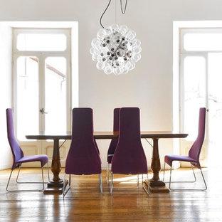 Idee per una grande sala da pranzo design con pareti bianche e pavimento in legno massello medio