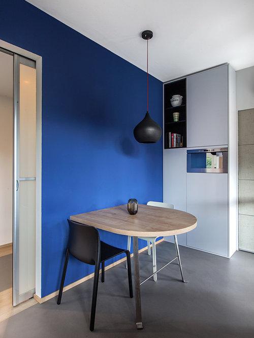 salle manger ouverte sur la cuisine scandinave avec un mur bleu photos et id es d co de. Black Bedroom Furniture Sets. Home Design Ideas