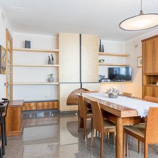 Esempio di un'ampia sala da pranzo aperta verso il soggiorno moderna con pareti beige, pavimento in marmo, stufa a legna, cornice del camino in metallo e pavimento multicolore
