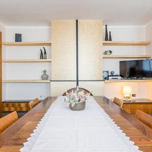 Foto de comedor minimalista, extra grande, abierto, con paredes beige, suelo de mármol, estufa de leña, marco de chimenea de metal y suelo multicolor