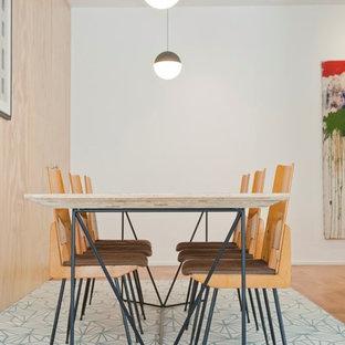 Imagen de comedor escandinavo, de tamaño medio, abierto, con paredes azules, suelo de cemento y suelo azul