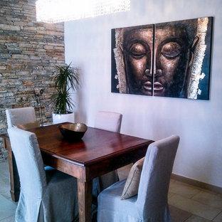 Cette image montre une salle à manger asiatique de taille moyenne avec un mur blanc, un sol en carrelage de porcelaine, une cheminée double-face et un manteau de cheminée en pierre.