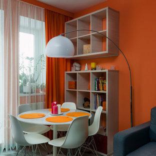 Salle à Manger Avec Un Mur Orange Et Sol En Stratifié Photos Et