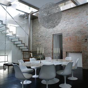 Ispirazione per una sala da pranzo contemporanea con pareti bianche e pavimento in ardesia