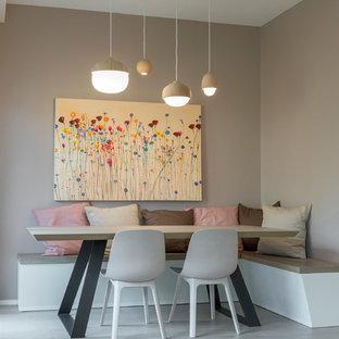 Foto di una sala da pranzo design con pareti beige