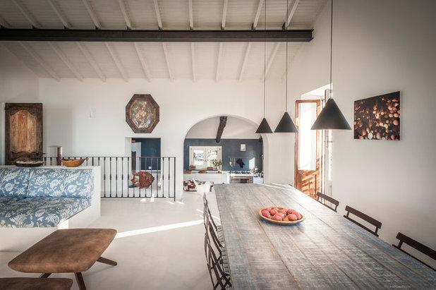Farmhouse Dining Room by IB Studio