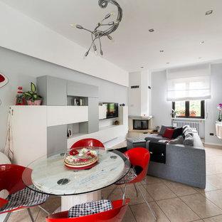 Idéer för en mellanstor modern matplats, med grå väggar, klinkergolv i keramik, en öppen hörnspis och en spiselkrans i gips