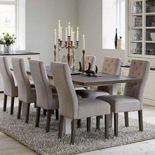 Exemple d'une salle à manger chic fermée et de taille moyenne avec un mur blanc et un sol en bois clair.