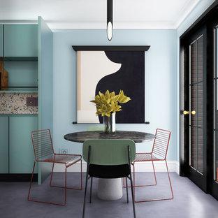 Imagen de comedor vintage, pequeño, abierto, sin chimenea, con paredes azules, suelo de cemento y suelo gris