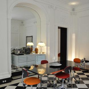 Idée de décoration pour une salle à manger design avec un mur blanc.