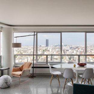 Inspiration pour une grand salle à manger ouverte sur le salon design avec un mur blanc, un sol en carrelage de céramique, un sol gris et un plafond décaissé.