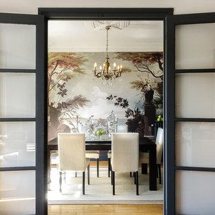 Réalisation d'une grande salle à manger asiatique fermée avec un mur beige, un sol en bois clair et aucune cheminée.