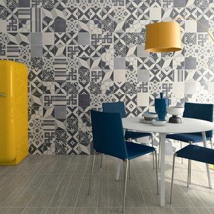 Idée de décoration pour une salle à manger ouverte sur la cuisine design de taille moyenne avec un mur gris, un sol en carrelage de céramique et aucune cheminée.