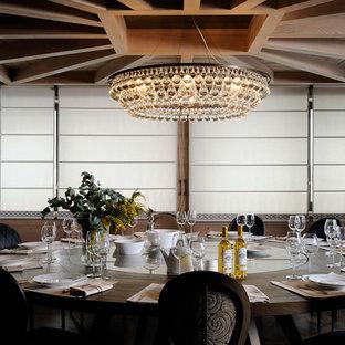 Aménagement d'une salle à manger éclectique fermée et de taille moyenne.