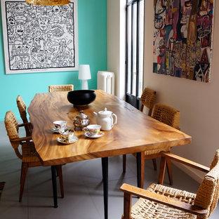 Esempio di una sala da pranzo aperta verso il soggiorno design di medie dimensioni con pavimento con piastrelle in ceramica e pareti blu