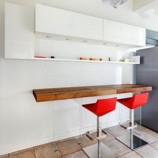 Réalisation d'une petite salle à manger ouverte sur la cuisine design avec un mur blanc et aucune cheminée.