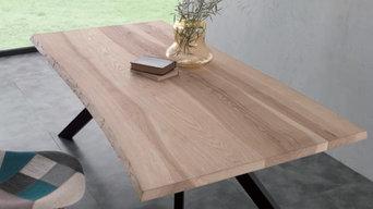 dans la boutique, il y a... des tables bois massif et pieds acier
