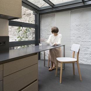 Exemple d'une petite salle à manger ouverte sur la cuisine moderne avec un mur blanc et aucune cheminée.