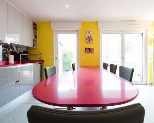 grande cuisine ouverte agenc e en l avec table manger sur mesure. Black Bedroom Furniture Sets. Home Design Ideas