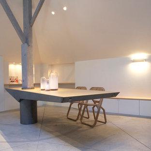 Inspiration pour une très grand salle à manger ouverte sur le salon design avec un mur blanc.