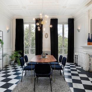 Idées déco pour une salle à manger contemporaine avec un mur blanc, une cheminée standard, un manteau de cheminée en carrelage, un sol multicolore, un plafond à caissons et du lambris.