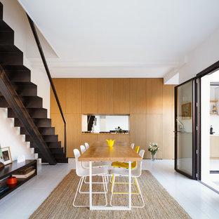 Inspiration pour une grande salle à manger design fermée avec un mur blanc, un sol en bois peint et aucune cheminée.
