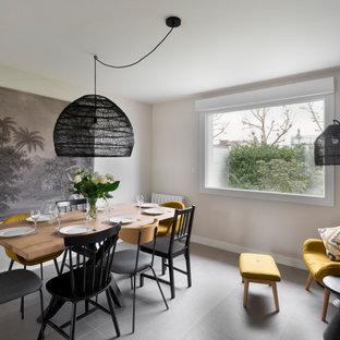 Cette photo montre une salle à manger tendance avec un mur gris et un sol gris.