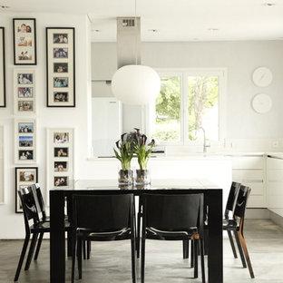 Idée de décoration pour une salle à manger ouverte sur la cuisine design de taille moyenne avec un mur blanc.
