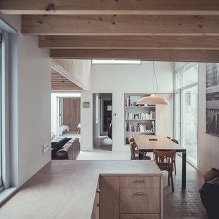 Inspiration pour une salle à manger ouverte sur le salon de taille moyenne avec un mur blanc.