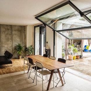 Urban dining room photo in Grenoble