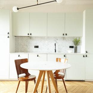 inspiration pour une salle manger ouverte sur le salon minimaliste avec un mur beige