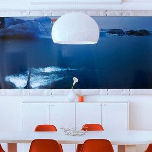 Idée de décoration pour une salle à manger design fermée et de taille moyenne avec un mur blanc et aucune cheminée.