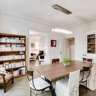 Aménagement d'une grand salle à manger classique fermée avec un mur blanc, aucune cheminée et un sol en bois peint.