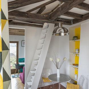 Esempio di una piccola sala da pranzo design con pareti gialle e pavimento in terracotta