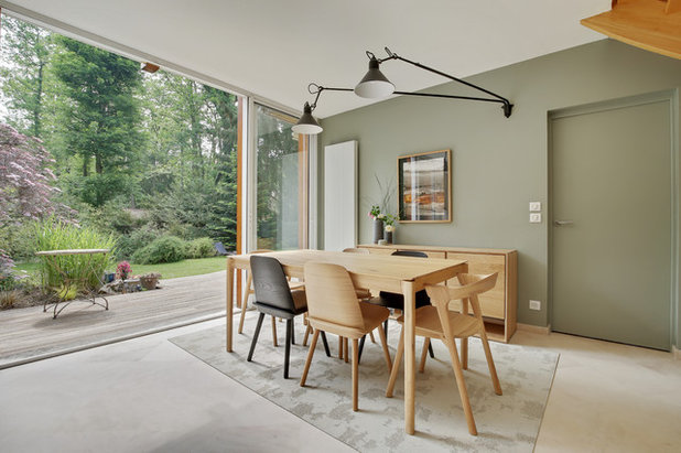 Midcentury Dining Room by Dame Kaan