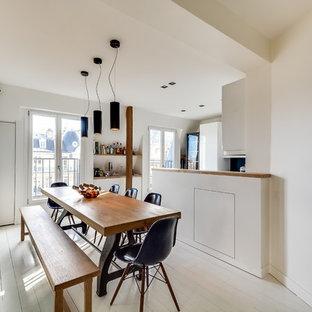 Réalisation d'une salle à manger ouverte sur la cuisine nordique de taille moyenne avec un mur blanc, un sol en bois peint et aucune cheminée.