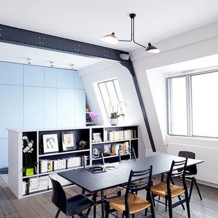 На фото: со средним бюджетом гостиные-столовые среднего размера в современном стиле с белыми стенами и паркетным полом среднего тона