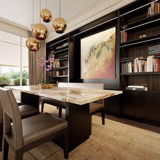 Inspiration pour une salle à manger design de taille moyenne et fermée avec un mur beige, un sol en bois foncé et un sol marron.