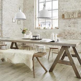 Idee per una grande sala da pranzo country con pavimento in vinile, pavimento beige e pareti beige