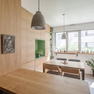 Idéer för att renovera ett litet nordiskt kök med matplats, med vita väggar, målat trägolv och grått golv