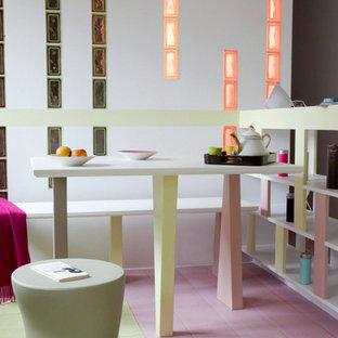 Idée de décoration pour une petite salle à manger ouverte sur le salon design avec un mur blanc, un sol en bois peint et aucune cheminée.