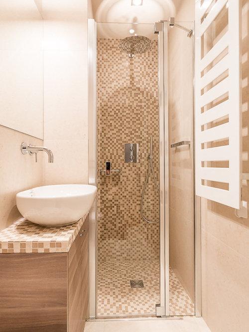 salle de bain avec une douche l 39 italienne et un carrelage marron photos et id es d co de. Black Bedroom Furniture Sets. Home Design Ideas