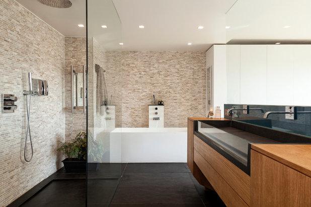 Contemporary Bathroom by Agence Glenn Medioni
